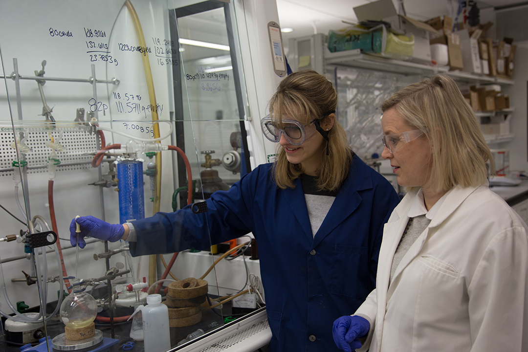 Abby Pepin (left) with Associate Professor of Chemistry Cynthia Dowd (Photo: Long Nguyen)