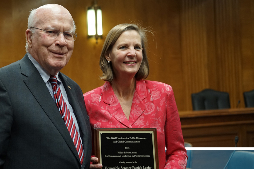 Janet Steele (right) presents Sen. Patrick Leahy (D-Vt.) with the Walter Roberts Award for Congressional Leadership in Public Diplomacy. (Photo: Colette Kent)